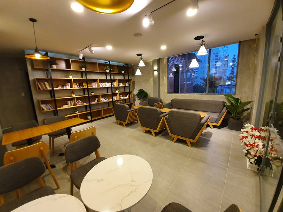 khong-gian-noi-that-ben-trong-HD-coffee-house-phu-quoc (1)