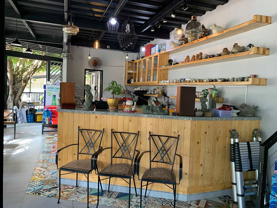 quay-thu-ngan-pha-che-Sen-cafe